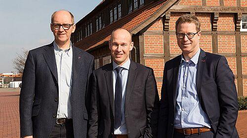 Bernd Meerpohl, Maurice Ortmans e Lars Vornhusen dopo la firma del contratto